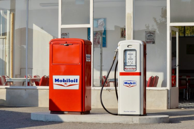 petrol-stations-3731375_1920