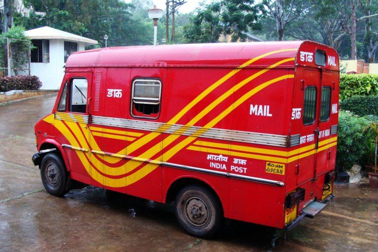 postal-van-204356_1920
